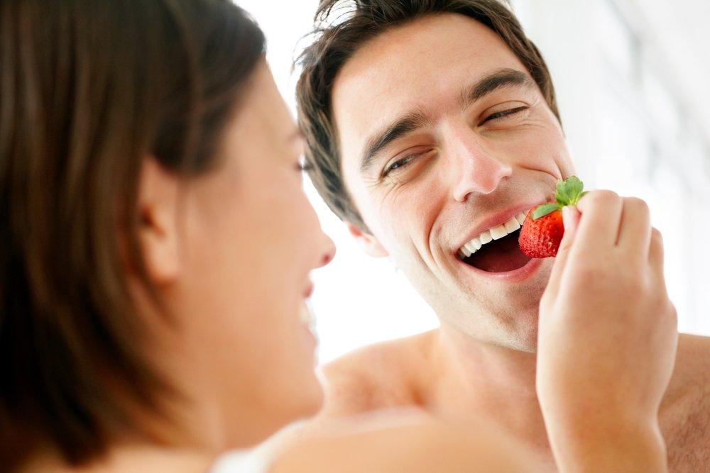 Сгнившие ягоды на ветках кустиков сулят недопонимания с супругом наяву.